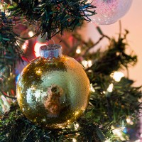 How To Make No-Mess Glitter Ornaments